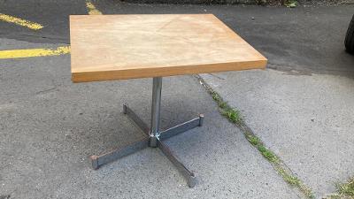 Otáčecí retro stolek
