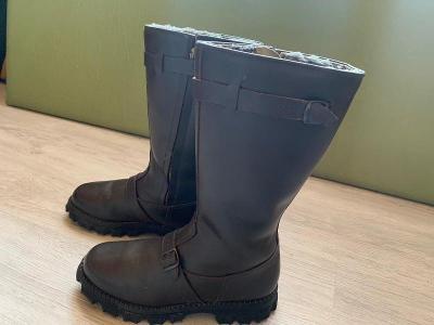 vojenské kožené boty, vysoké s kožichem. Československo.
