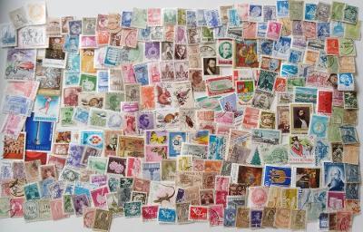 Každá jiná - poštovní známky  Rumunska 380ks