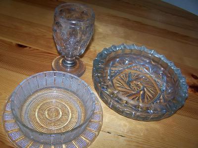 Stará silnostěná sklenice, masivní popelník, miska