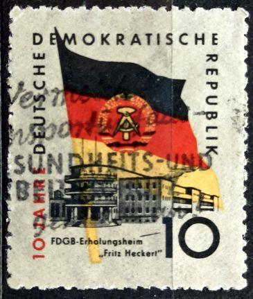 DDR: MiNr.723 Flag and Fritz Heckert Rest Home 10pf 1959