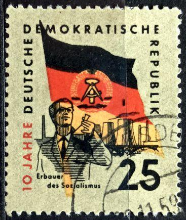 DDR: MiNr.726 Flag and Chemist 20pf 1959