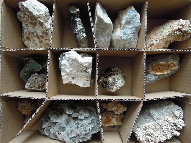 krabice minerálu _7 - Minerály a zkameněliny