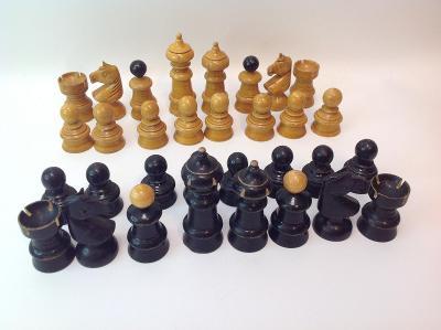 dřevěné šachy bez šachovnice
