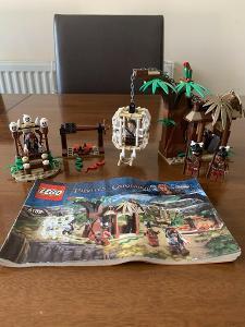 Lego 4182 Piráti z Karibiku, Útěk před kanibaly