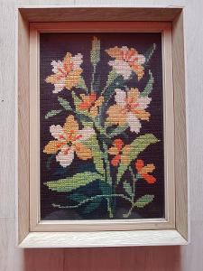 zarámovaný gobelín květina 37x52 cm
