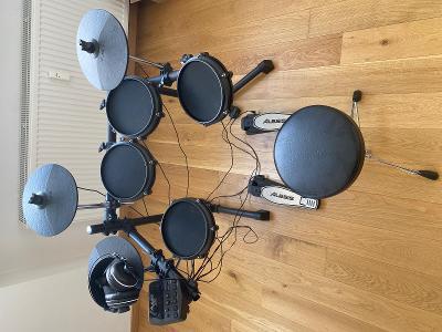 Elektronické bicí Alesis Turbo + stolička Yamaha