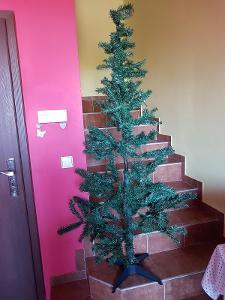 vánoční umělý stromek  výška 180 cm, nepoužitý