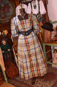 Farmářka... káro šaty s perletí vel. 46
