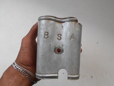Kryt velmi starého motocyklového motoru BSA