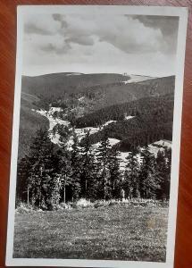 Olické hory - JEDLOVÁ - vzadu MASARYKOVA CHATA / MASARYČKA
