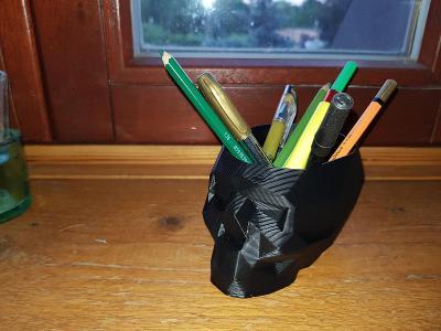 Lebka na tužky a malé věci, vhodne i do auta