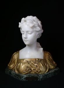Busta ženy - alegorie Hudby