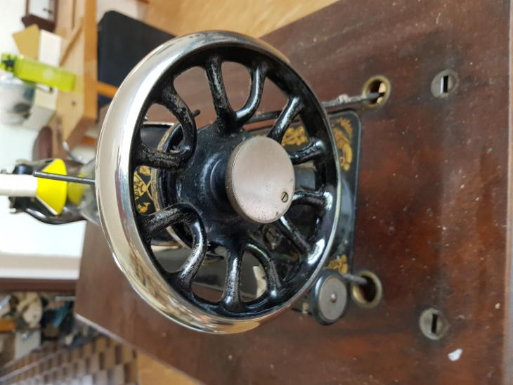 Šlapací šicí stroj Singer - Starožitnosti