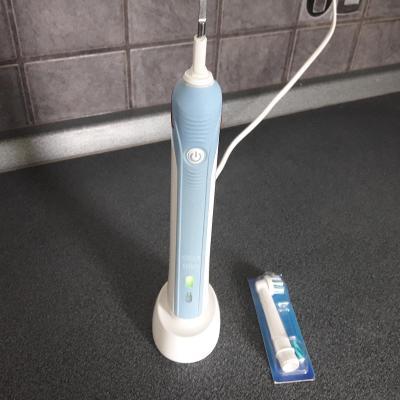 Elektrický zubní kartáček Braun 3756