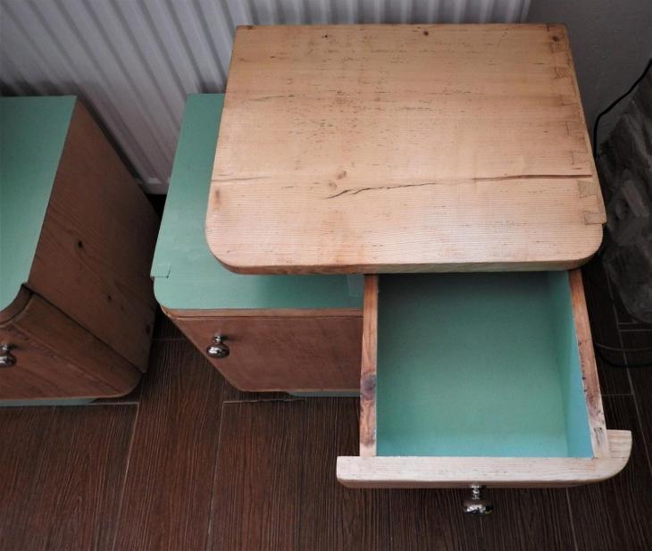 art deco noční stolky zrestaurováno  - Starožitnosti