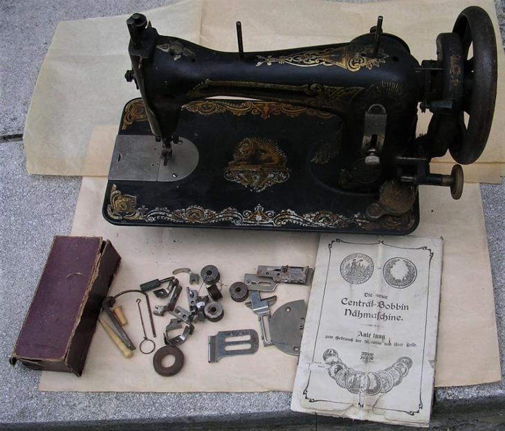 šlapací šicí stroj B. Stoewer Central Bobbin, před 1918, č. 1436349,  - Starožitnosti
