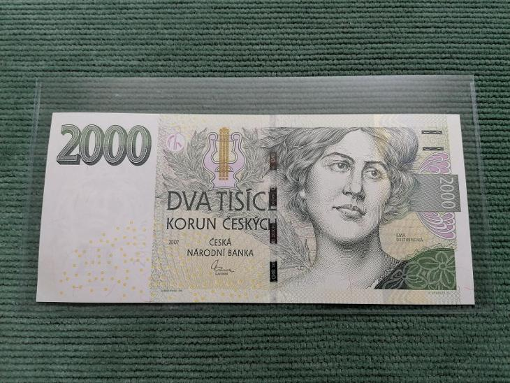 2000 Kč 2007, série F 01, stav UNC - Bankovky