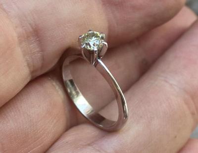 Diamantový prsten 0.57ct SI1 certyfikat.
