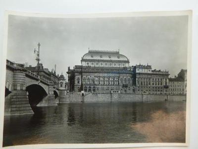 Staré č/b FOTO NÁRODNÍ DIVADLO ARCHIV ÚZEMNÍCH PLÁNů