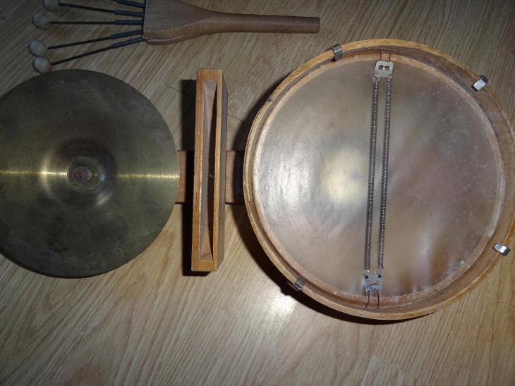 STARÝ HUDEBNÍ NÁSTROJ - Hudební nástroje, aparatury
