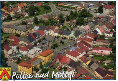 město Police nad Metují - letecký pohled, erb