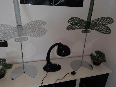 stará stolní bakelitová lampička