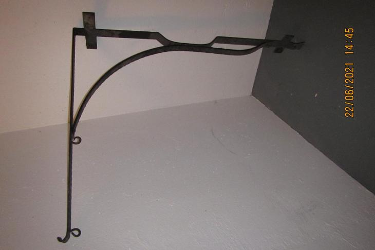 Ručně kovaný držák na vývěsní štít - Vybavení obchodu