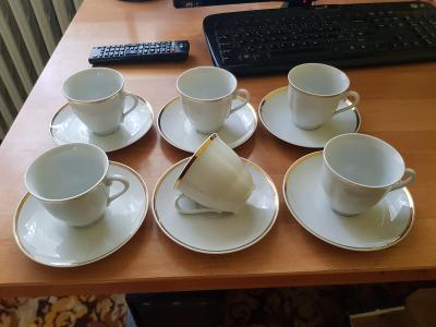 Nepoužívaný porcelánový servis šálků s talířky