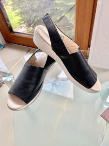 Kožené sandály na platformě