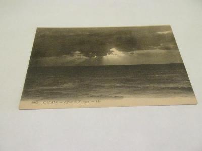 Prodávám pohlednici  Calais - Mraky nad mořem, ČB, č.4065