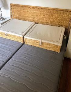 Ratanová kombinovaná manželská postel