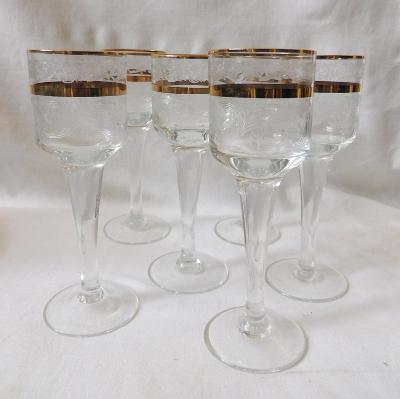 Krásné ryté a zlacené skleničky