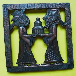 Starý reliéf - závěsná kovová plastika