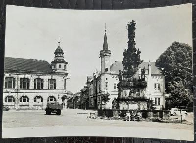 Česká Lípa Zákupy náměstí památník auto dodávka