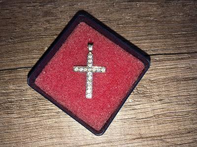 Křížek bílé zlato se zirkony