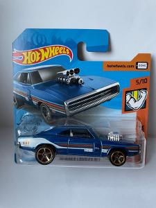 HOT WHEELS 5/10 DODGE CHARGER R/T 1970 MUSCLE MANIA