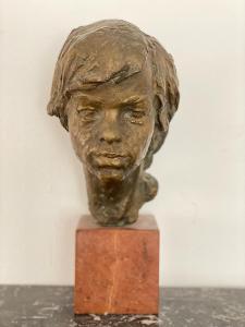 Bronzová busta ** CHLAPEC **  sig. akd.sochař Rybička Jan