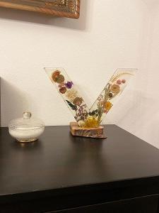 Květinová lampa z epoxidove pryskyřice