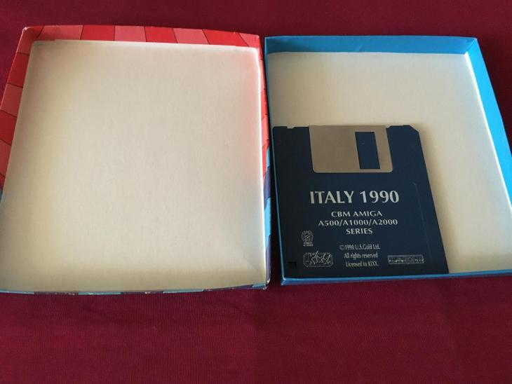 ITALY 1990 AMIGA  - Historické počítače