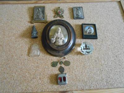 Sbírka různých a velice zajímavých svátostek miniatura na plechu atd.
