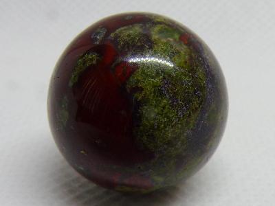 Jaspis - Dračí Krev - Leštěná koule - Minerál- 13 g Madagaskar TOP A++