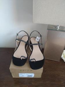 Unisa černé sandály v.40