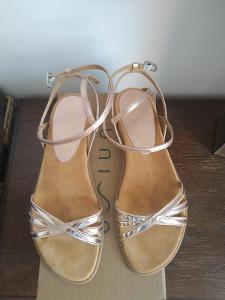 Unisa růžové zlaté sandály .41