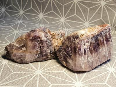 Ametyst otromlovaný 2ks 40-52mm Schlottwitz saské Krušné hory Minerály