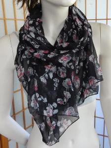 Šátek nový  lehoučký černý šedo růžová kvítka 40x155