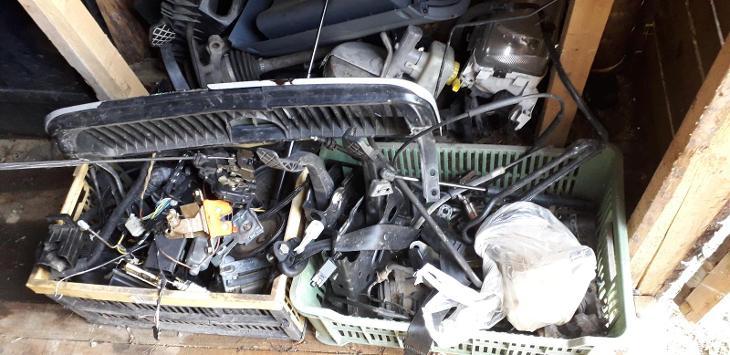 Prodám díly octavie1 - Náhradní díly a příslušenství pro osobní vozidla