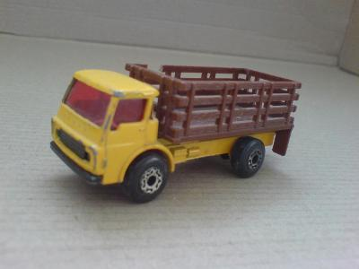 MB71-Cattle Truck