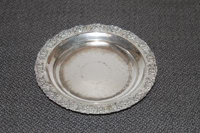 K. Dekorační talíř s motivem růží