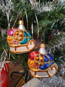 Vánoční ozdoba - saně s darky sada dvou kusů